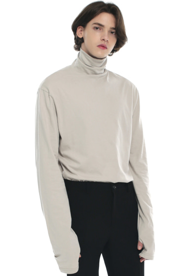 turtle neck hand warmer sleeve t-shirt ivory