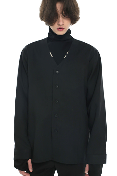 v-neck iron tip shirt black